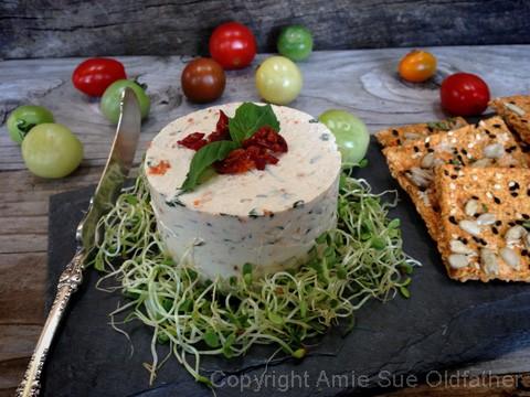 Raw rajčatovo-bazalkový sýr s Irským mechem - pro recept klikněte na obrázek,