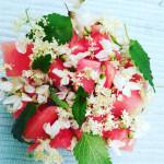 Jak naaranžovat ovoce, aby se po něm jen zaprášilo? S divokými bylinami!